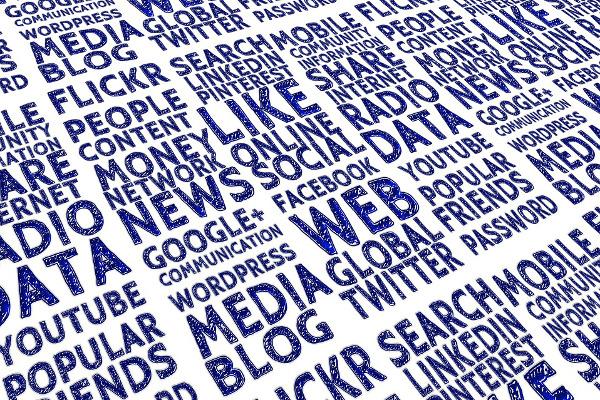 Social Media Akin - cover